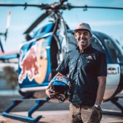 Aaron Fitzgerald, piloto Medalla al Valor en los Estados Unidos, se animó a hacer piruetas con un helicópero en el cielo de Nueva York