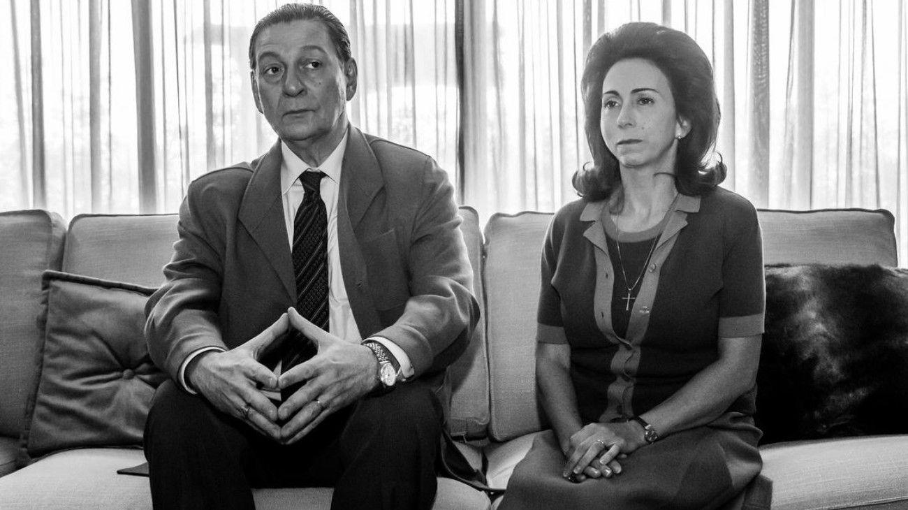 El actor Osmar Núñez, como Perón, y Fabiana García Lago como Isabelita, en la serie Arde Madrid.