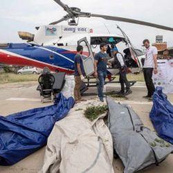 El exceso de alpinistas en el camino hacia la cima ya ha provocado la muerte de seis personas en los últimos días.