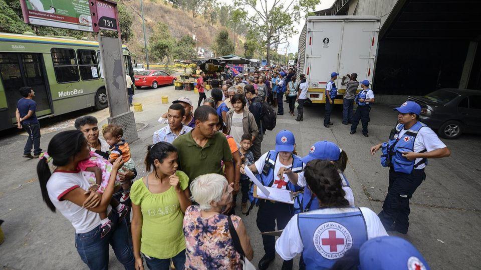 Distribucion. Ya llegó un avión con las ayudas. El objetivo es alcanzar a 650 mil personas este año.