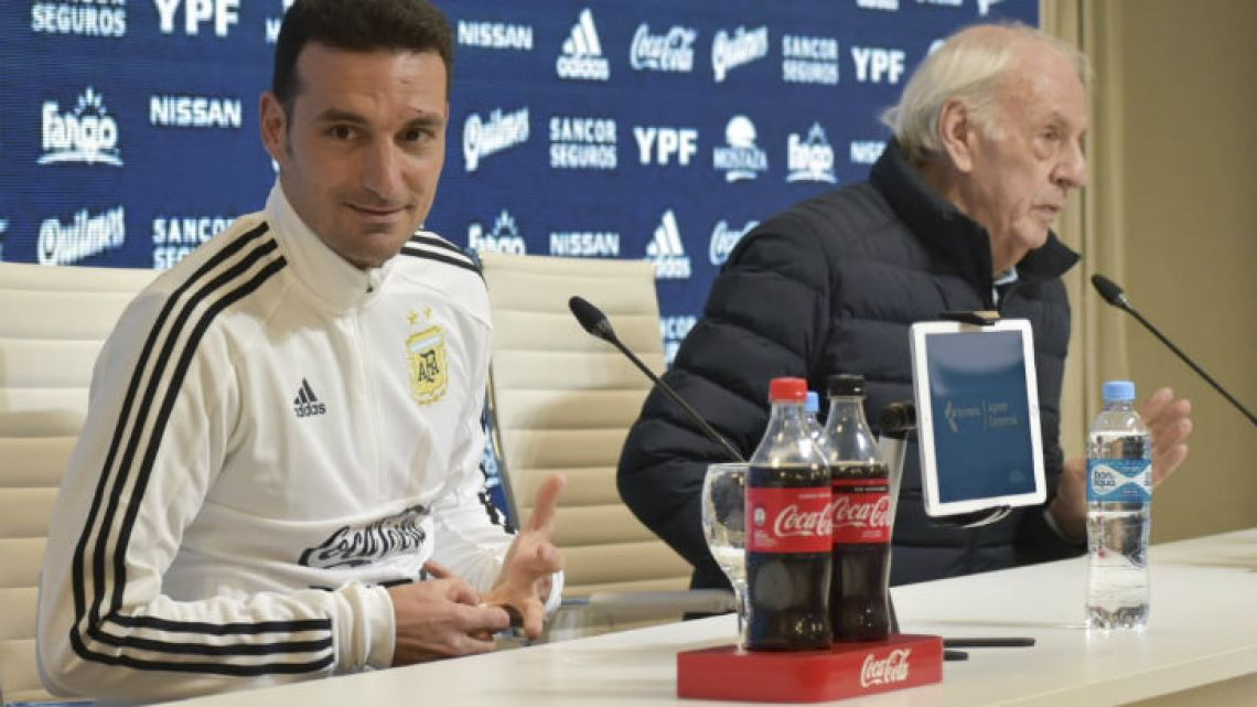 Scaloni and Menotti at a press conference.