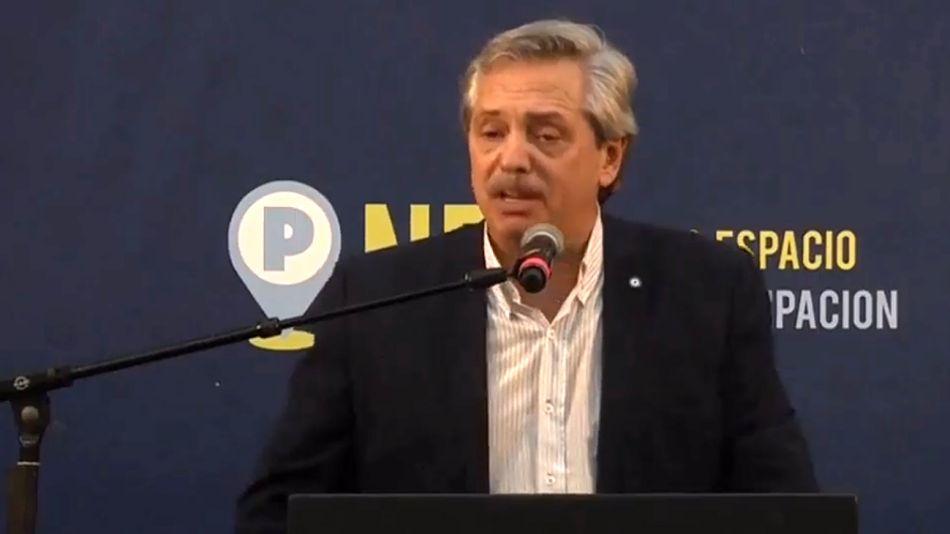 Alberto Fernández, hablando en Ferro.