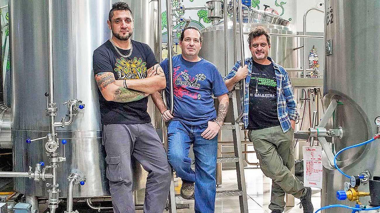Opciones. Los cerveceros de Juguetes Perdidos, organizan el festival de cervezas extremas.