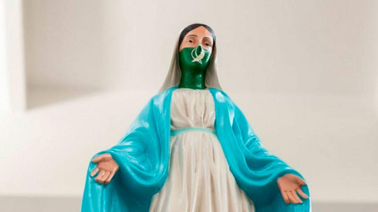 María feminista. La estatuilla de la virgen intervenida con el pañuelo verde fue el blanco de denuncias por parte de sectores católicos.