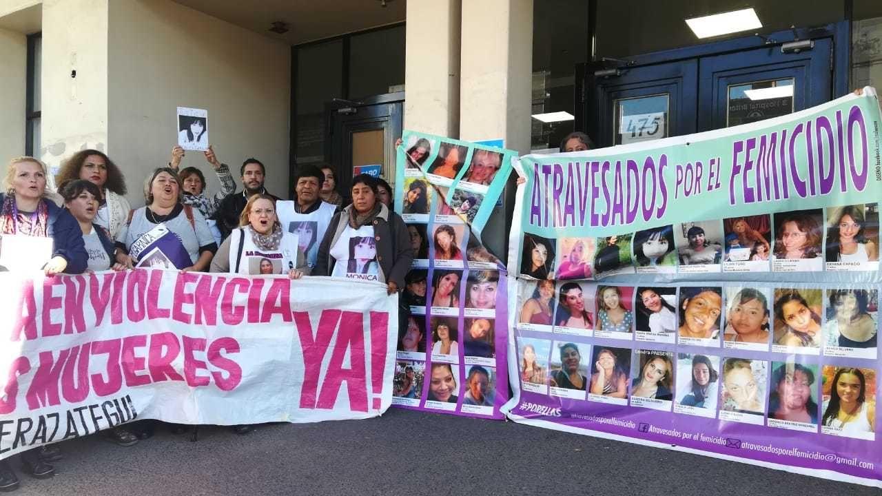 """Luego de conocer la sentencia, la familia de la víctima gritó """"Mónica Garnica presente. Ahora y siempre""""."""