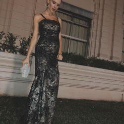 Violeta Urtizberea, embarazada, disfrutó de la gala de Fundación Huésped.