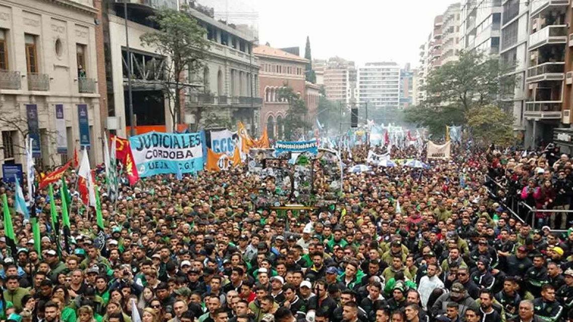Union workers and protesters gather in opposition to the Mauricio Macri government's economic programme on May 29, 2019.