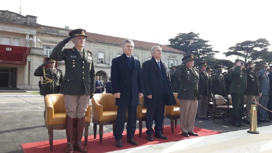 El presidente Mauricio Macri y el ministro de Defensa, Oscar Aguad, en la ceremonia.