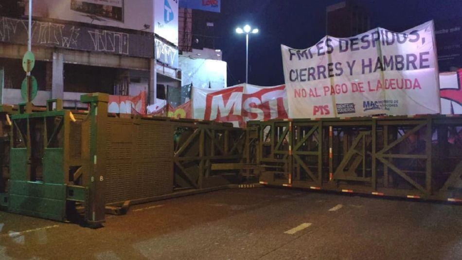 """""""Supervalla"""" del la Prefectura en el Puente Pueyrredón."""