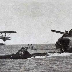 Japón construyó tres de estos submarinos que tenían la capacidad de transportar hidroaviones de ataque Aichi M6A Seiran.
