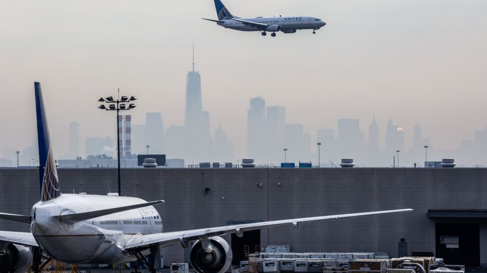 FAA Joins United in Slamming Newark Airport Over Airlines Fees