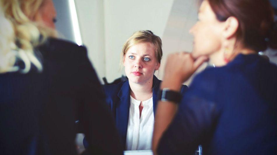 Conseguir un empleo en tiempos de crisis económica no es una tarea fácil.