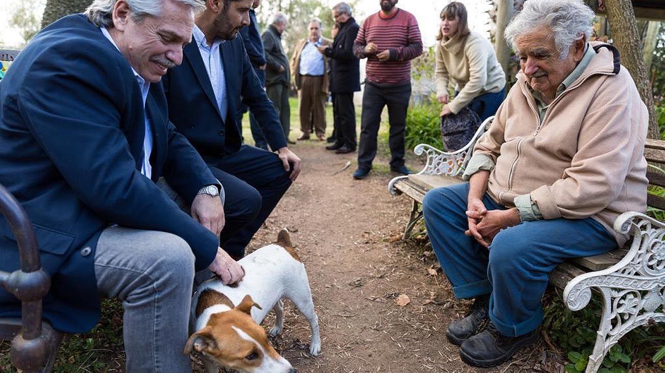Pepe. Fernández visitó ayer en su chacra al ex presidente de Uruguay, quien siempre le preguntaba cuándo iba a ser candidato.