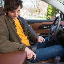 Presentan un sistema que impide que el auto se mueva sin el conductor no tiene el cinturón de seguridad abrochado