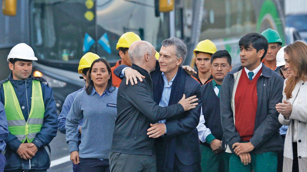 """Paseo del bajo. """"Esto no es relato. Este pavimento es real"""", dijo el presidente Macri."""