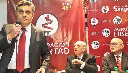Acto. El ex ministro de Economía Isaac Alfie, Sanguinetti y el ex embajador de Uruguay en EE.UU., Alvaro Diez de Medina.