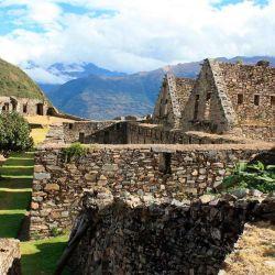 El paisaje de la zona recorre valles interandinos, cañones de hasta 2.000 metros, selva y vegetación andina subtropical.