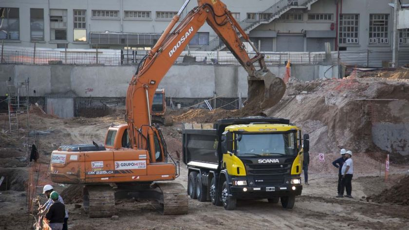 La construcción se desplomó al 7,5% en abril