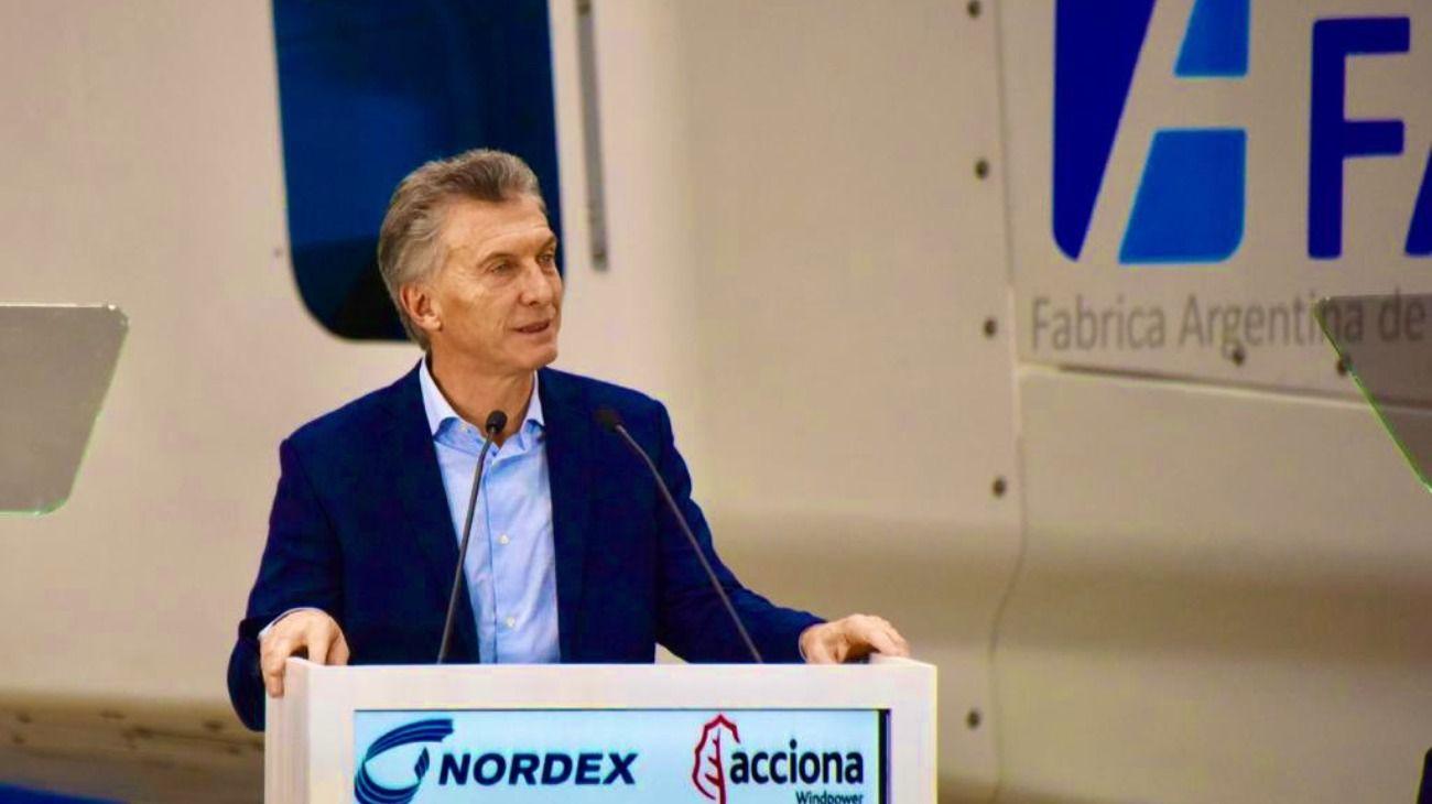 El Presidente Mauricio Macri inaugurando una planta de ensamble de la Fábrica Argentina de Aviones.