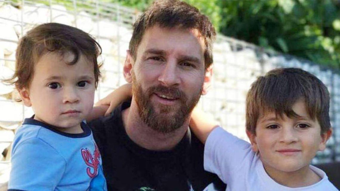 """El hijo de Leo Messi lo """"chicanea"""" y grita los goles del Real Madrid"""