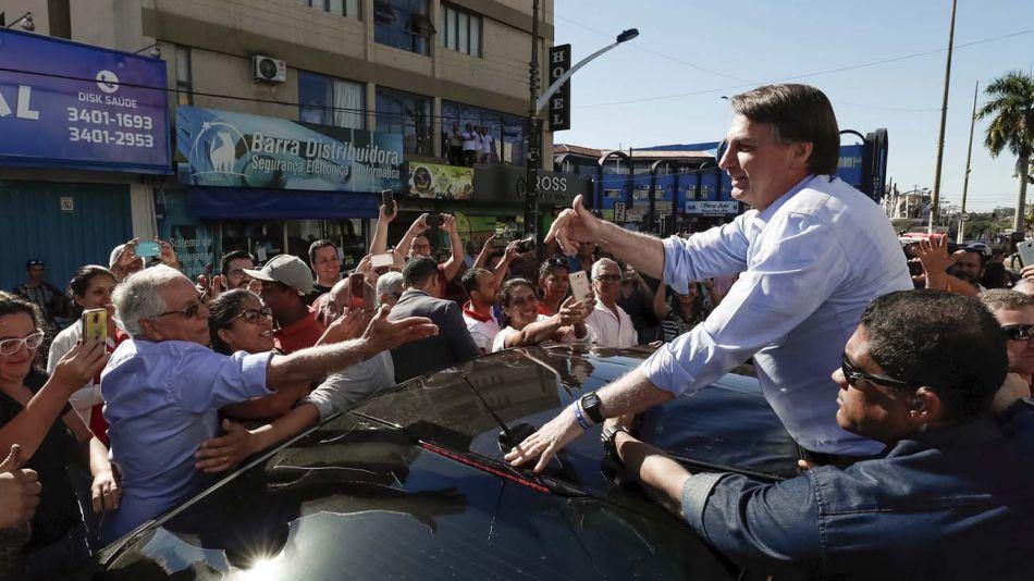Bolsonaro saludando a sus seguidores 05062019