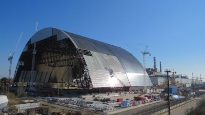 Sarcófago que cubre el reactor de Chernobyl.