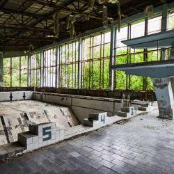 Pileta de natación abandonada.