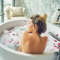 Wanda Nara en la bañera