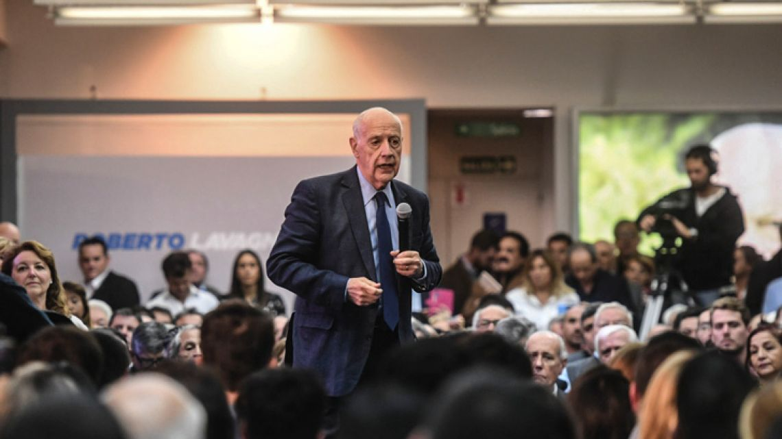 Former economy minister Roberto Lavagna formally launches his presidential candidacy at an event in Recoleta on Wednesday. He will run under the 'Consenso 19' banner.