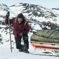La odisea de un hombre que debe sobrevivir solo en el Polo Norte en el tema central de El Artico que se estrena el jueves 13 en los cines.