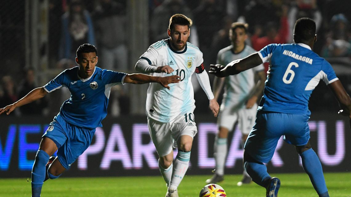Lionel Messi (centre) is marked by Nicaragua's Josue Quijano (left) and Luis Fernando Copete during their international friendly football match at the San Juan del Bicentenario stadium in San Juan, Argentina, on June 7, 2019. Andres LARROVERE / AFP