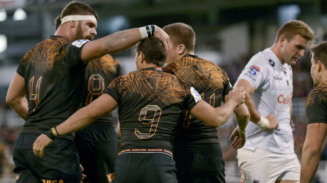 Argentina's Jaguares celebrate after scoring against South Africa's Sharks during a Super Rugby match at José Amalfitani stadium in Buenos Aires, on June 8, 2019.