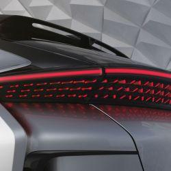 Los faros del Faraday Future FF 91 son de led, tanto los delanteros como los posteriores.