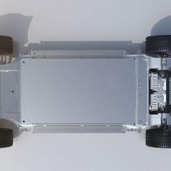 Las baterías de iones de litio tienen una capacidad de 130 kWh y le otorgan una autonomía de 700 kilómetros.