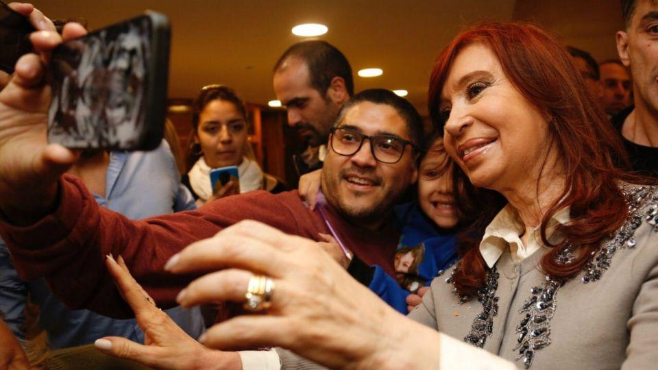 Cristina Kirchner al arribar a Santiago del Estero.