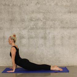 Estirar la espalda puede ser la solución para calmar los dolores