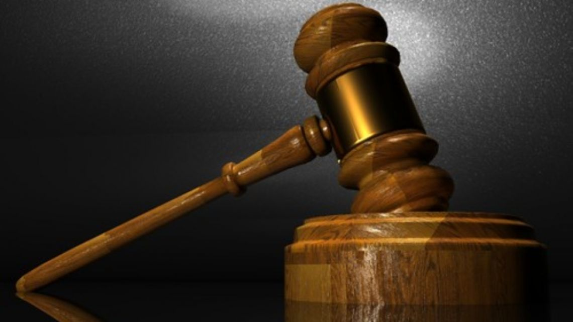 Argentine court orders a man to compensate his ex-wife for performing household duties