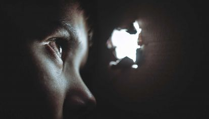 En el abusador lo más frecuente es la negación y la ausencia de culpabilidad.
