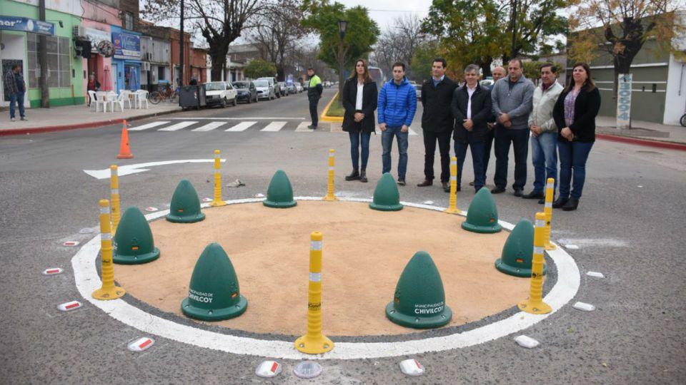 En Chivilcoy inauguraron una rotonda sobre la avenida Calixto Calderón, a la altura del Hospital Municipal.