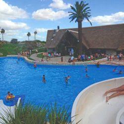 El complejo termal Victoria del Agua tiene piletones interconectados con agua termal caliente y salada.