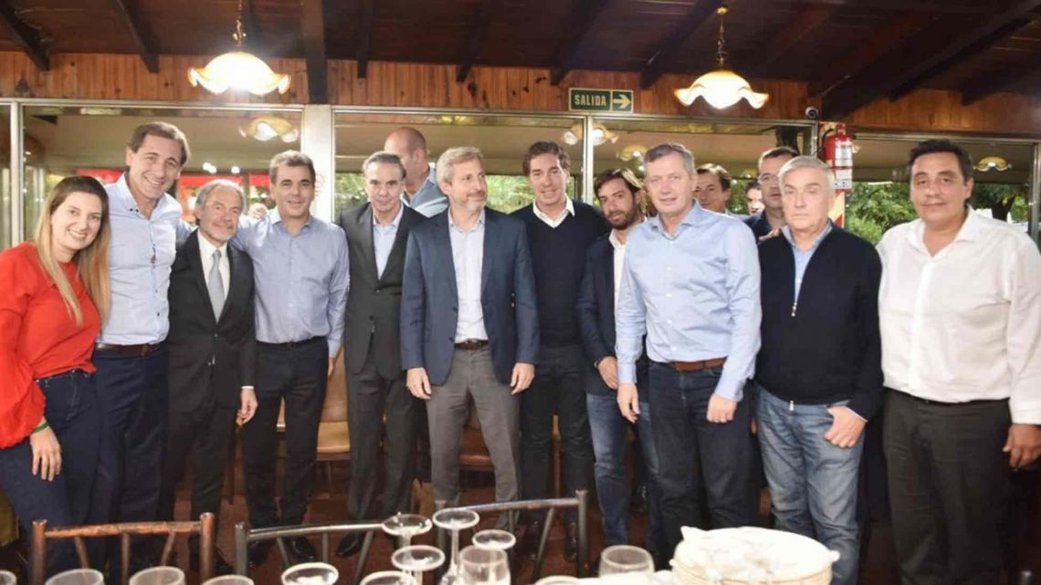 Cambiemos leaders and Pichetto meet for lunch.