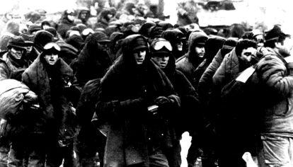 Soldados argentinos prisioneros en Puerto Deseado.