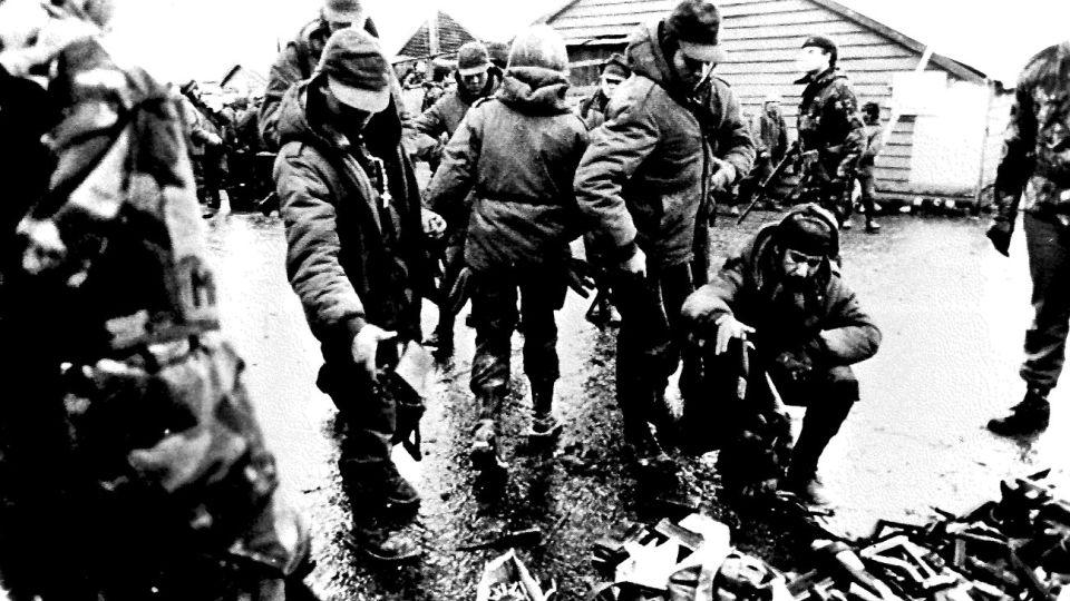 La Guerra de Malvinas comenzó el 2 de abril de 1982 y culminó el 14 de junio del mismo año.