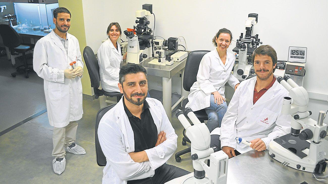 Expertos. Gabriel Vichera, director científico y cofundador de Kheiron Biotech, junto a su equipo.