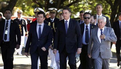 socios. Tras las denuncias de parcialidad contra el ex magistrado Sérgio Moro, el presidente Jair Bolsonaro salió a respaldar a su ministro de Justicia.
