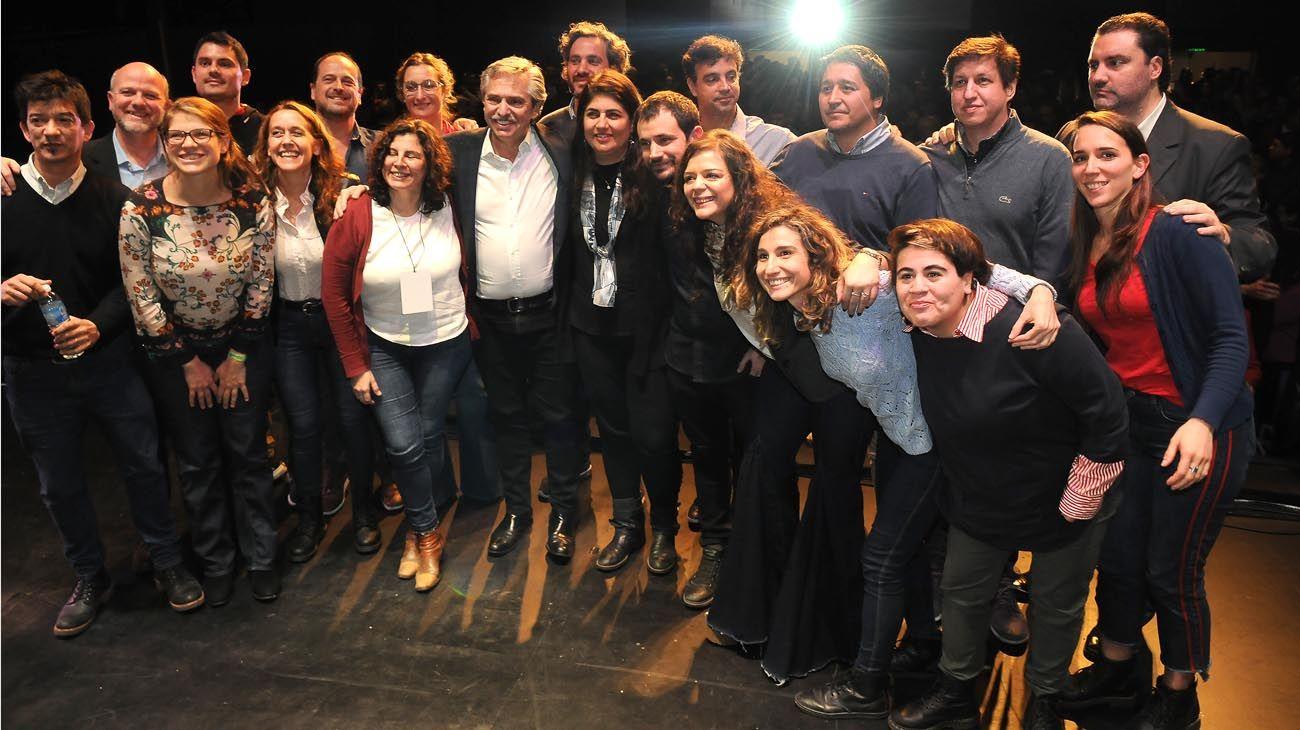 AYER. Alberto con Ana Castellani, Delfina Rossi, Fernando Peirano, Cecilia Gómez Miranda, entre otros. Vanoli, ex titular del BCRA.
