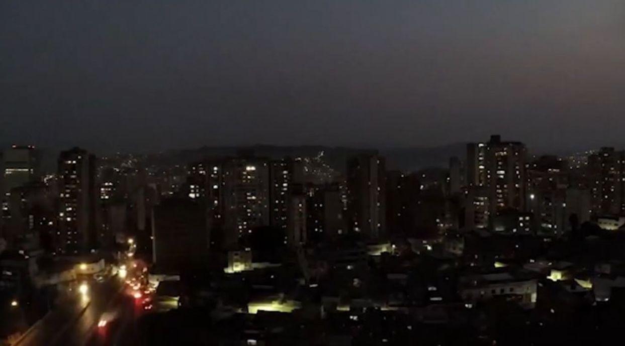 La ciudad de Buenos Aires durante el corte de luz que se registró en toda la Argentina.