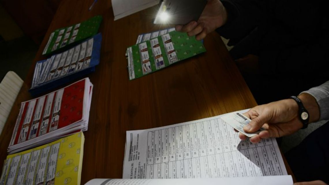 Voting on June 16, 2019 in Argentina continued despite major blackouts across the country.