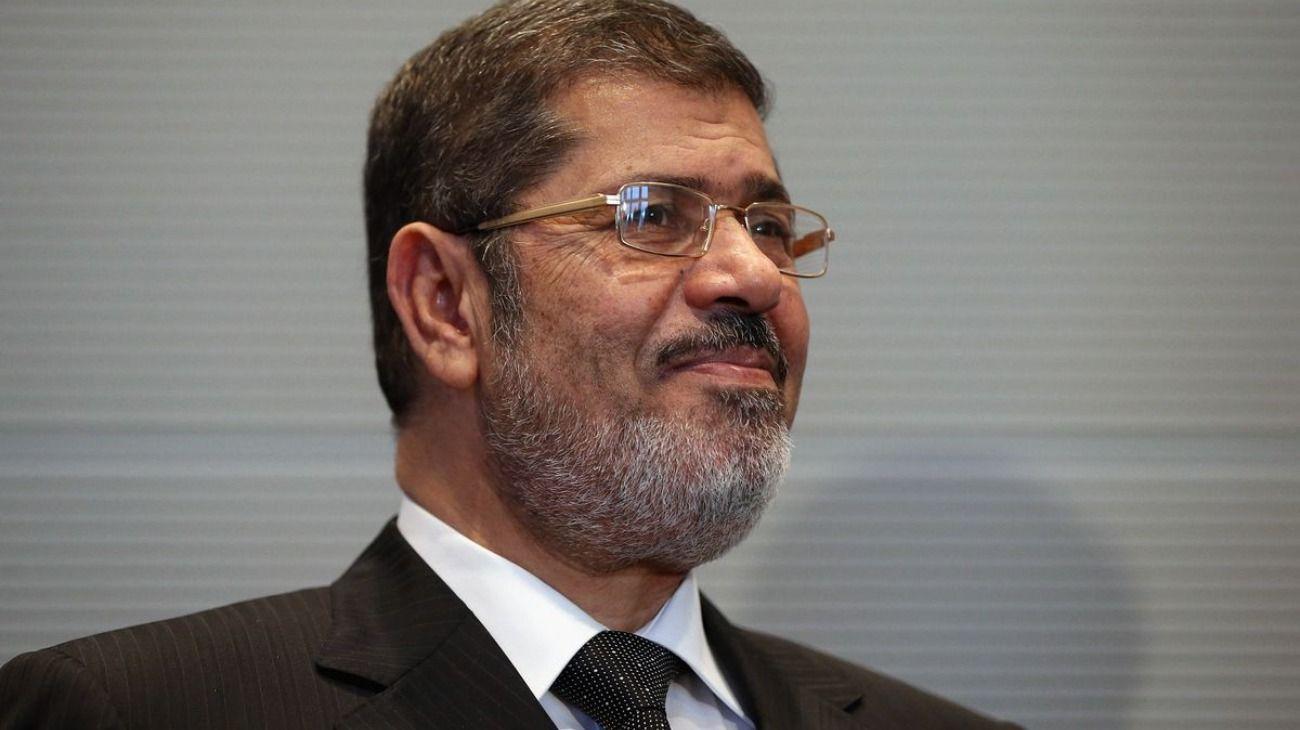 El expresidente egipcio Mohamed Morsi murió en un tribunal mientras lo juzgaban