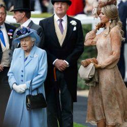 "Máxima de Holanda eligió un look ""indescriptible"" para asistir a las carreras de Ascot"